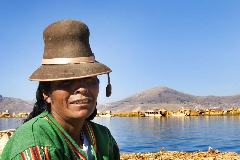 PhotoFly Travel Club   Peru Lake Woman   PhotoFly Travel Club