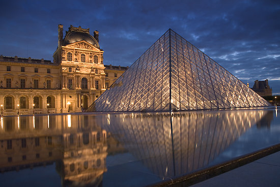 PhotoFly Travel Club | Louvre at night | PhotoFly Travel Club