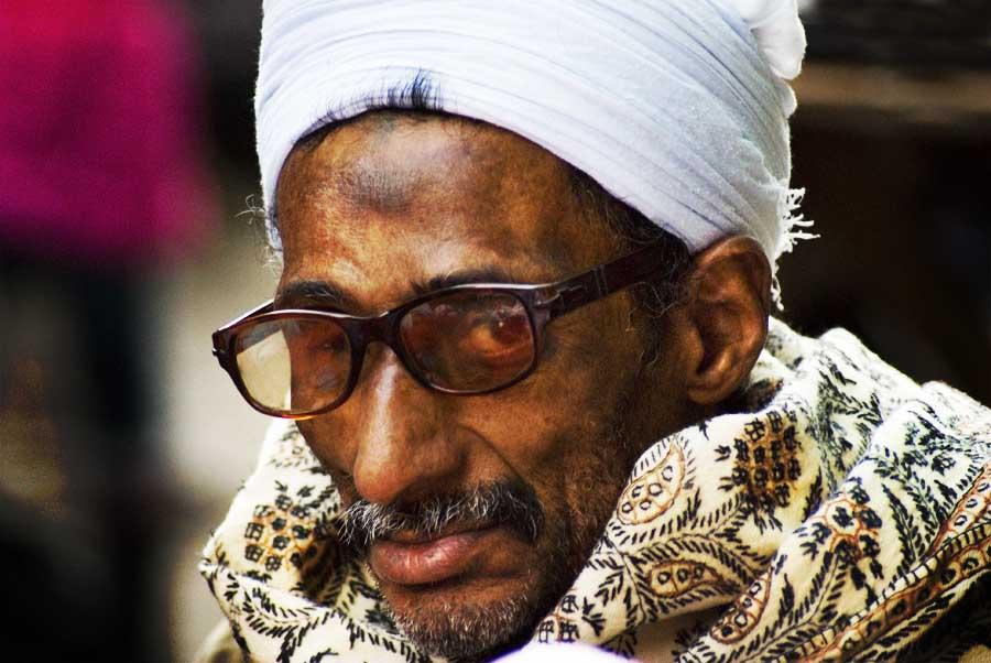 PhotoFly Travel Club | Man in Cairo Markets | PhotoFly Travel Club