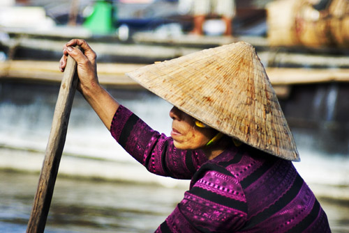 PhotoFly Travel Club | Vietnam woman working at floating markets | PhotoFly Travel Club