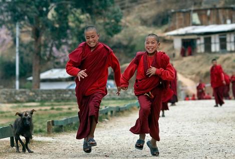 PhotoFly Travel Club | monks-bhutan | PhotoFly Travel Club