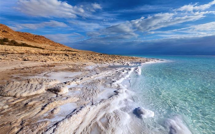dead sea off the path